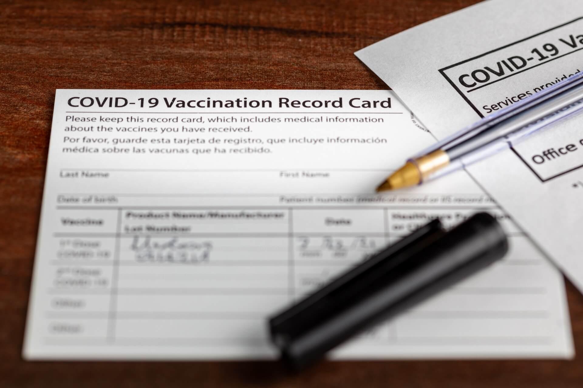Kako čez mejo, če smo cepljeni - kartonček ali potrdilo?