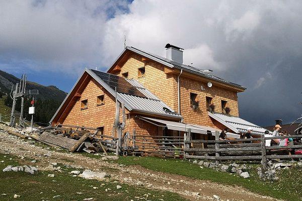 Dom na Kofcah z znamenitimi štruklji