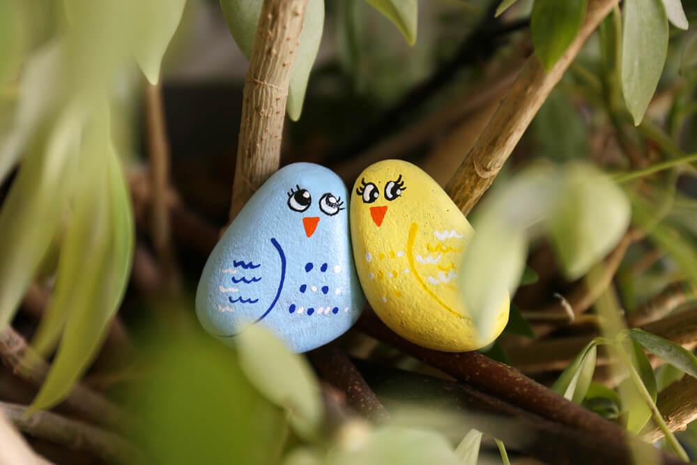 Pobarvajte kamenček za mednarodni dan prijaznosti!